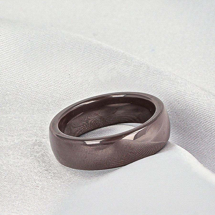 Godina Mooi blijvende brede ring-grijs/taupe. Draagt heerlijk en onbreekbaar.