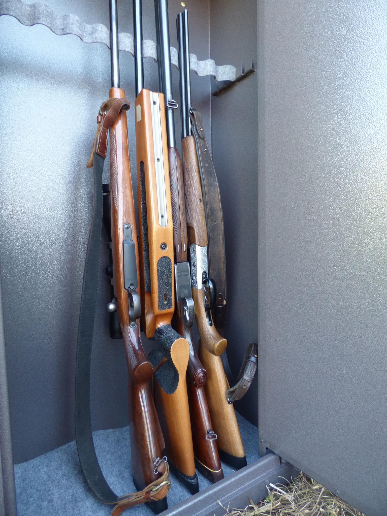 Ruime wapenkluis voor minimaal 10 wapens
