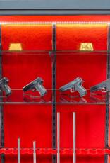 Wapenkluis met glas 1843 voor 14 geweren en 2 glazen legborden