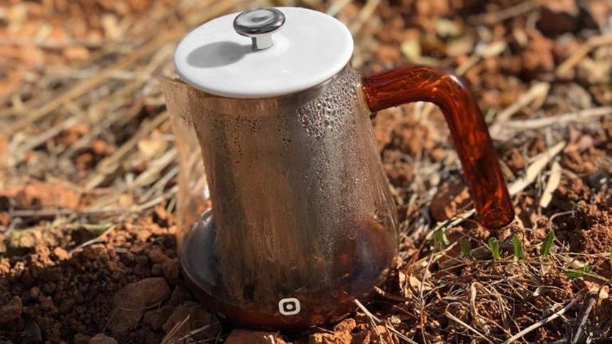 Kaffeesatz: Schnecken verscheuchen – Regenwürmer lieben Kaffee!