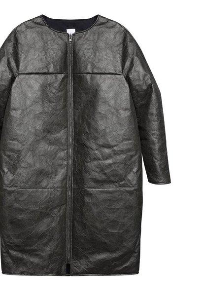Padded winter coat made of innovative material - black