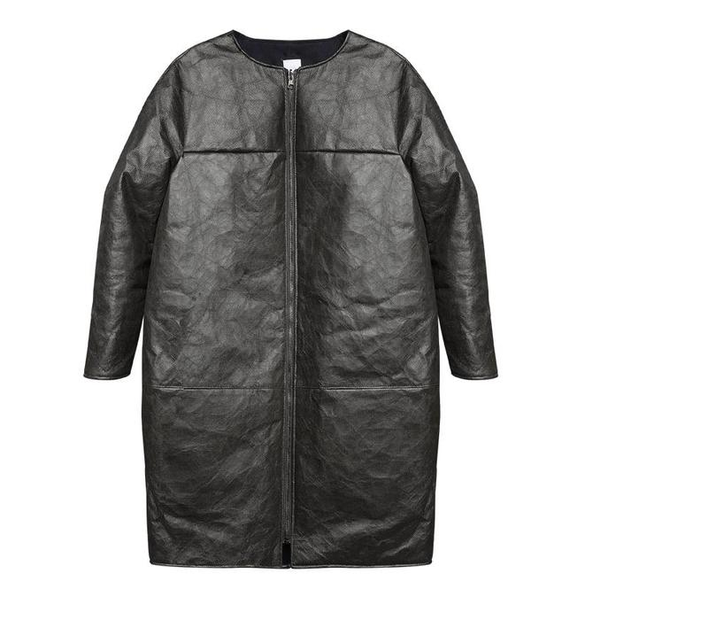 Padded winter coat made of innovative material - black