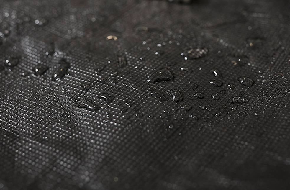 Gefütterter Wintermantel aus innovativem Material - Schwarz-5