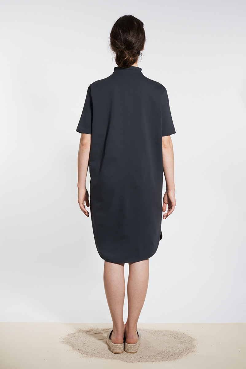 Sporty dress with round hem - Black-2