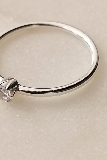 Ring with small stone made of 925 sterling silver