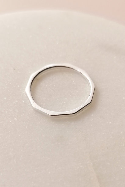 Ring with edges made of Sterling Silver