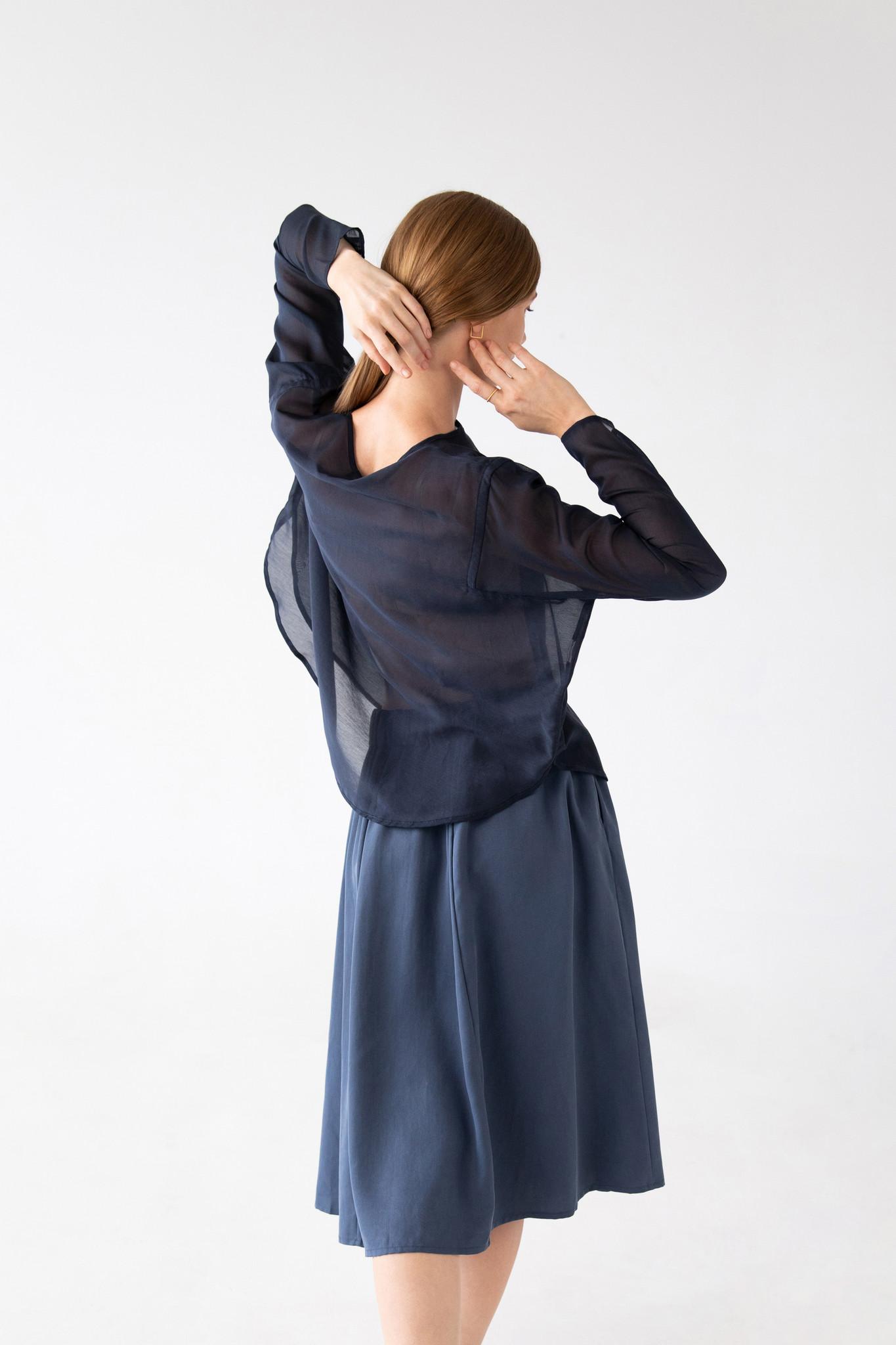 Shirt with round hem made of silk blend - blue-4