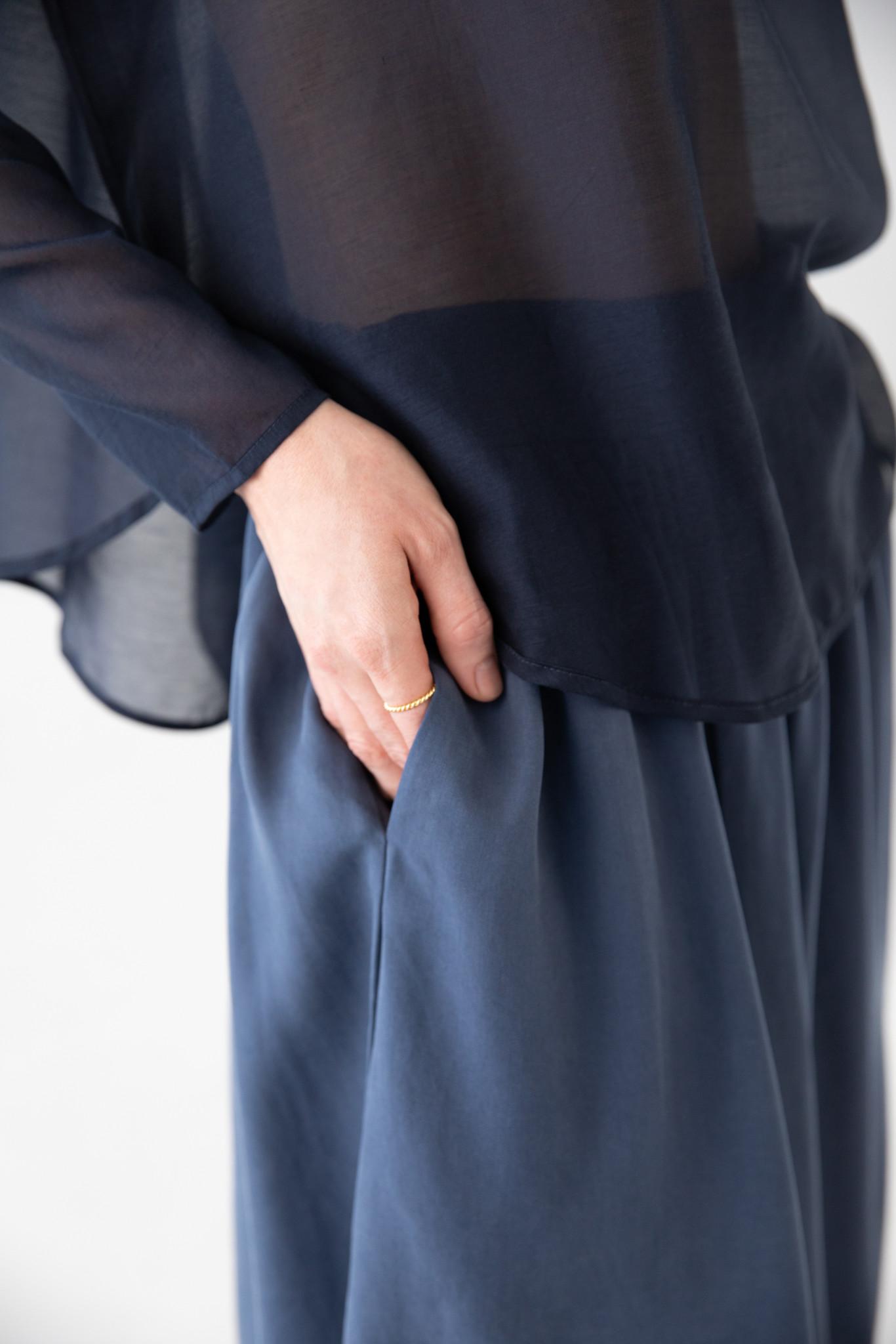 Shirt with round hem made of silk blend - blue-6