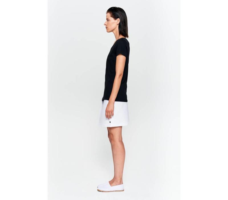 Basic T-shirt V-neck from organic cotton black