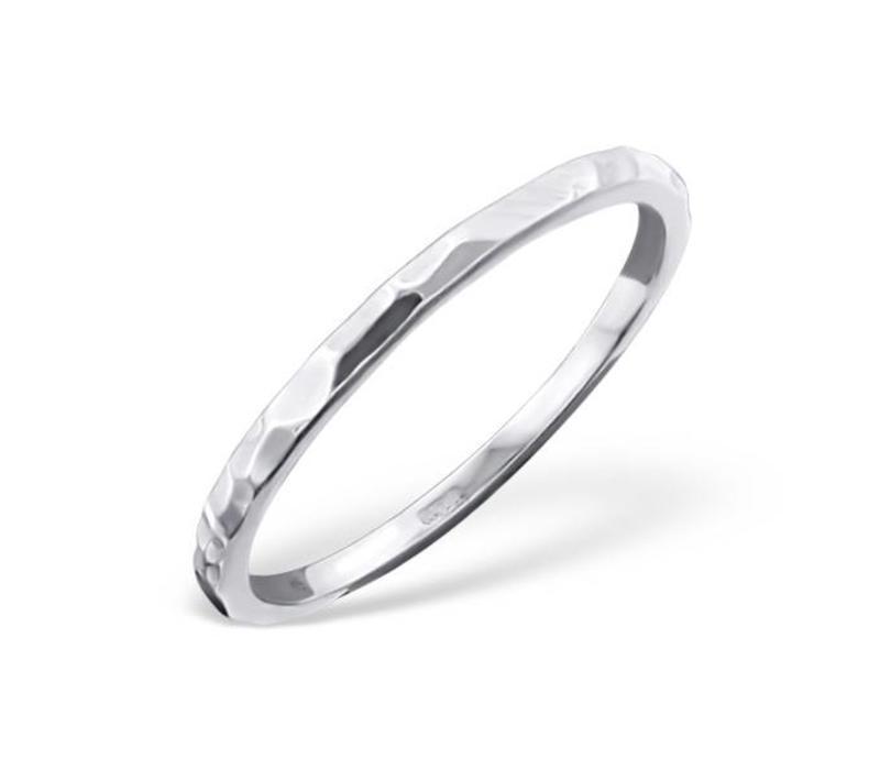 Ring mit Struktur aus 925er Sterling Silber