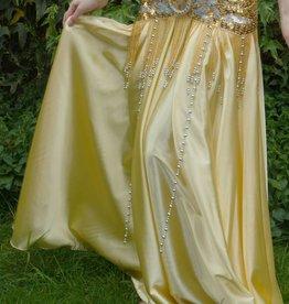 Satinrock in gold