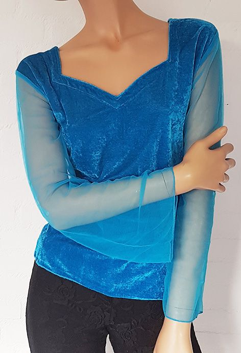 Velvet shirt with net tulle arms in turquoise
