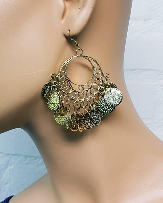 Runde, orientalische Ohrringe mit kleinen Münzen