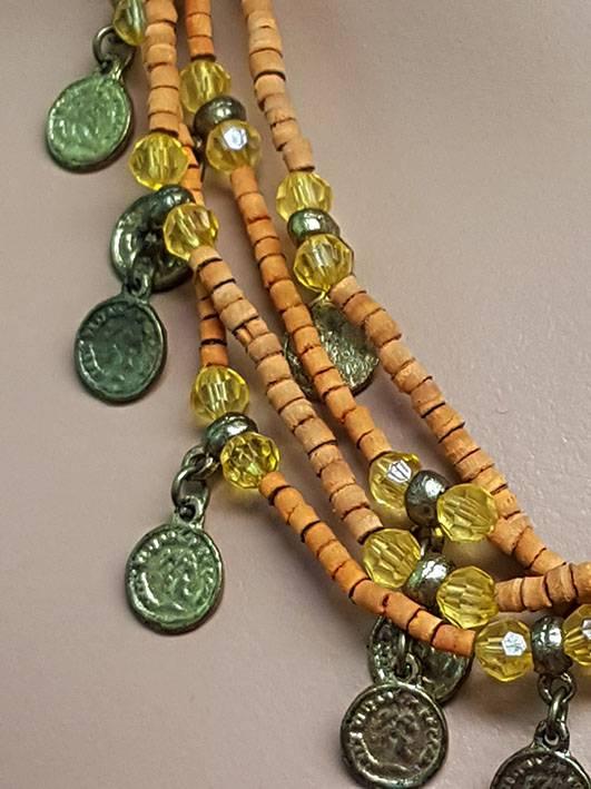 Sakkara Kette mit orange Perlen und altmüntzen
