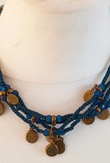 Kette mit blauen Perlen und altmüntzen
