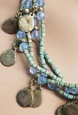 Kette mit grün blaue Perlen und altmüntzen