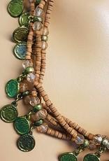 Kette mit braunen Perlen und altmüntzen