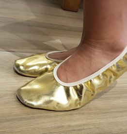Dance shoes in gold