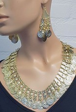 Necklace with coins in gold with earrings