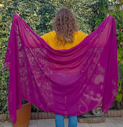 Viscose veil in plum color
