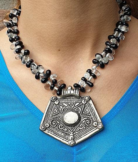 Tribal-Kette mit Amulet