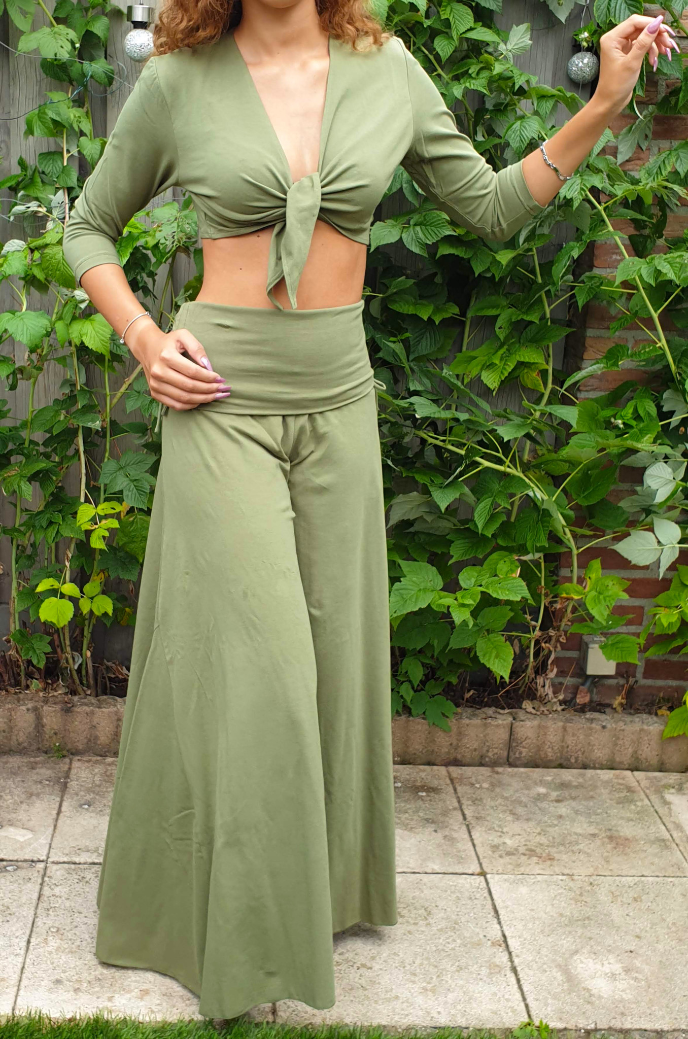 Yoga pants in olive green