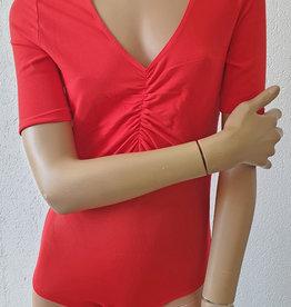 Body mit Netz in rot