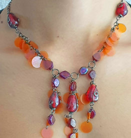 Necklace in orange/red