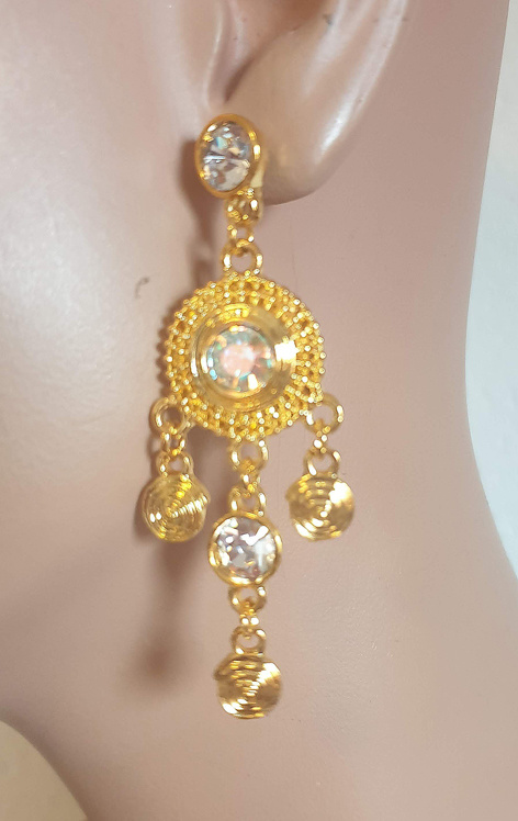 Earrings in gold with clear rhinestones