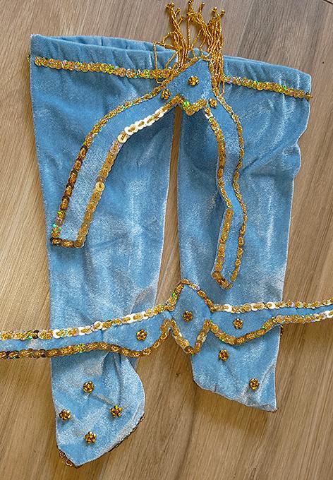 Bauchtanzkostüm Noura - hellblaues Samtkostüm