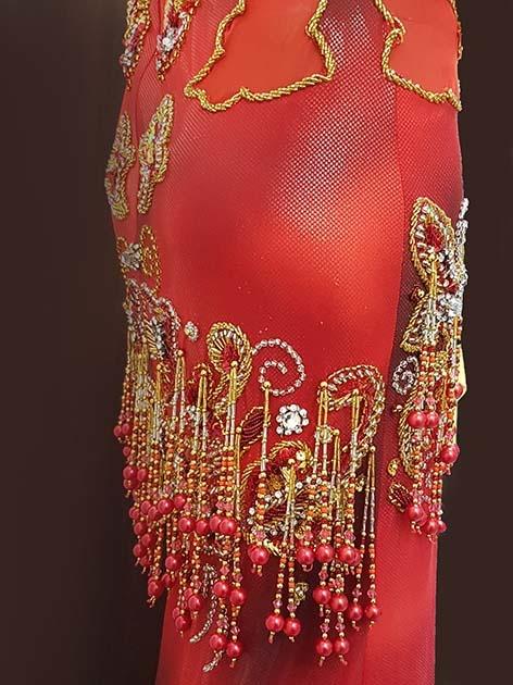 Bauchtanzkleid bestickt in rot