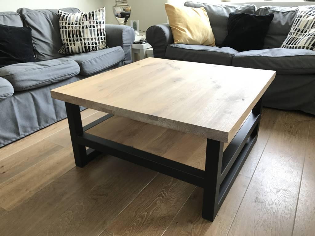 Houten Salon Tafel : Salontafel in hout en staal eiken blad op stalen kokers firma