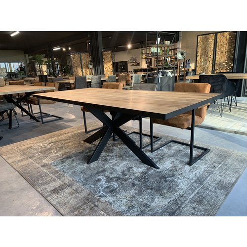 Massief eiken tafel Black Edge