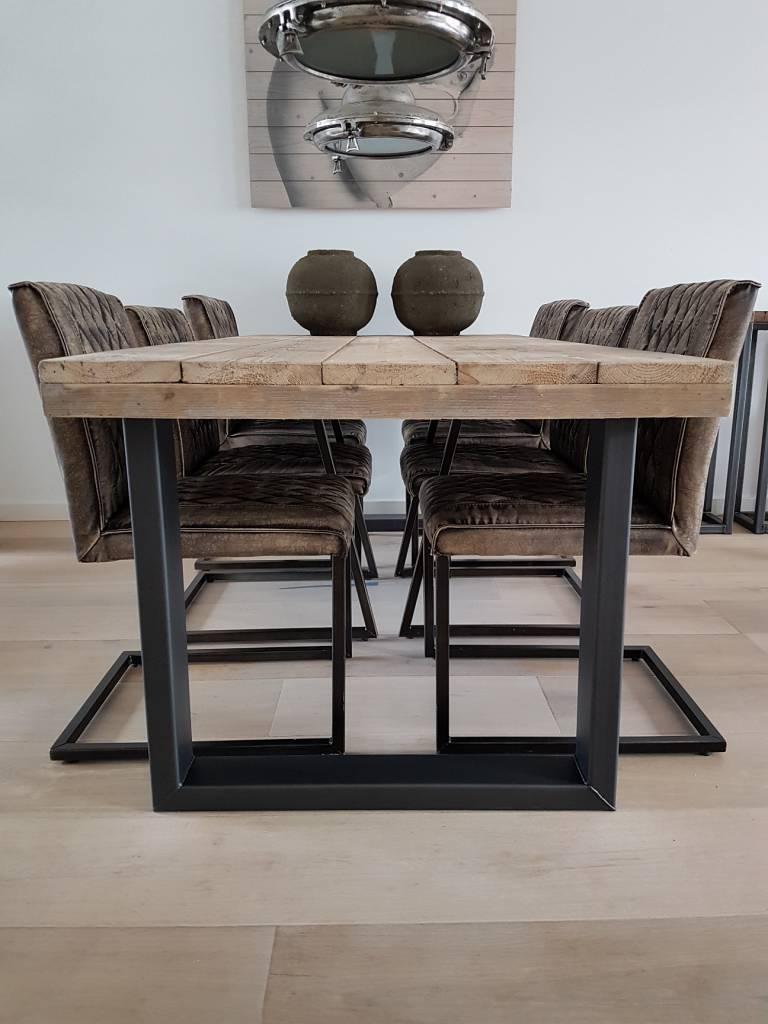 Industriele Tafel Sloophout.Steigerhouten Eettafel Met Stalen U Frame Stalen Kokers