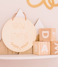 """Grow Strong"" Holzschild"