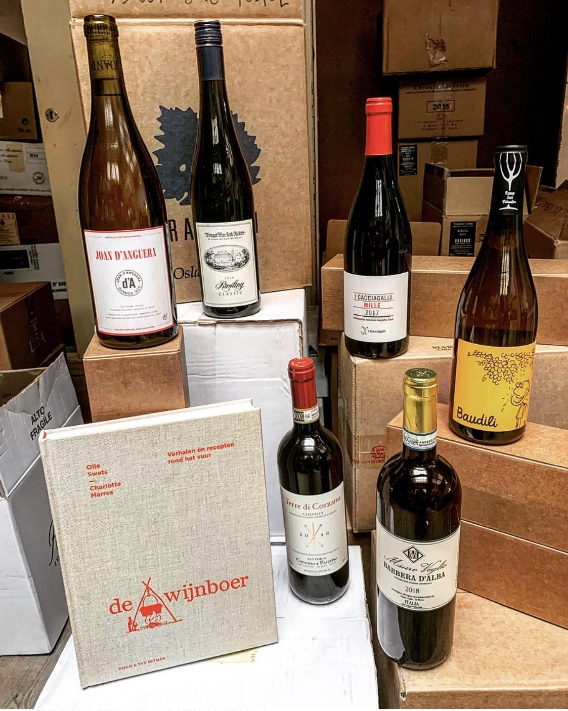 Het boek De Wijnboer met voor bijna elk hoofdstuk een bijpassende wijn-1