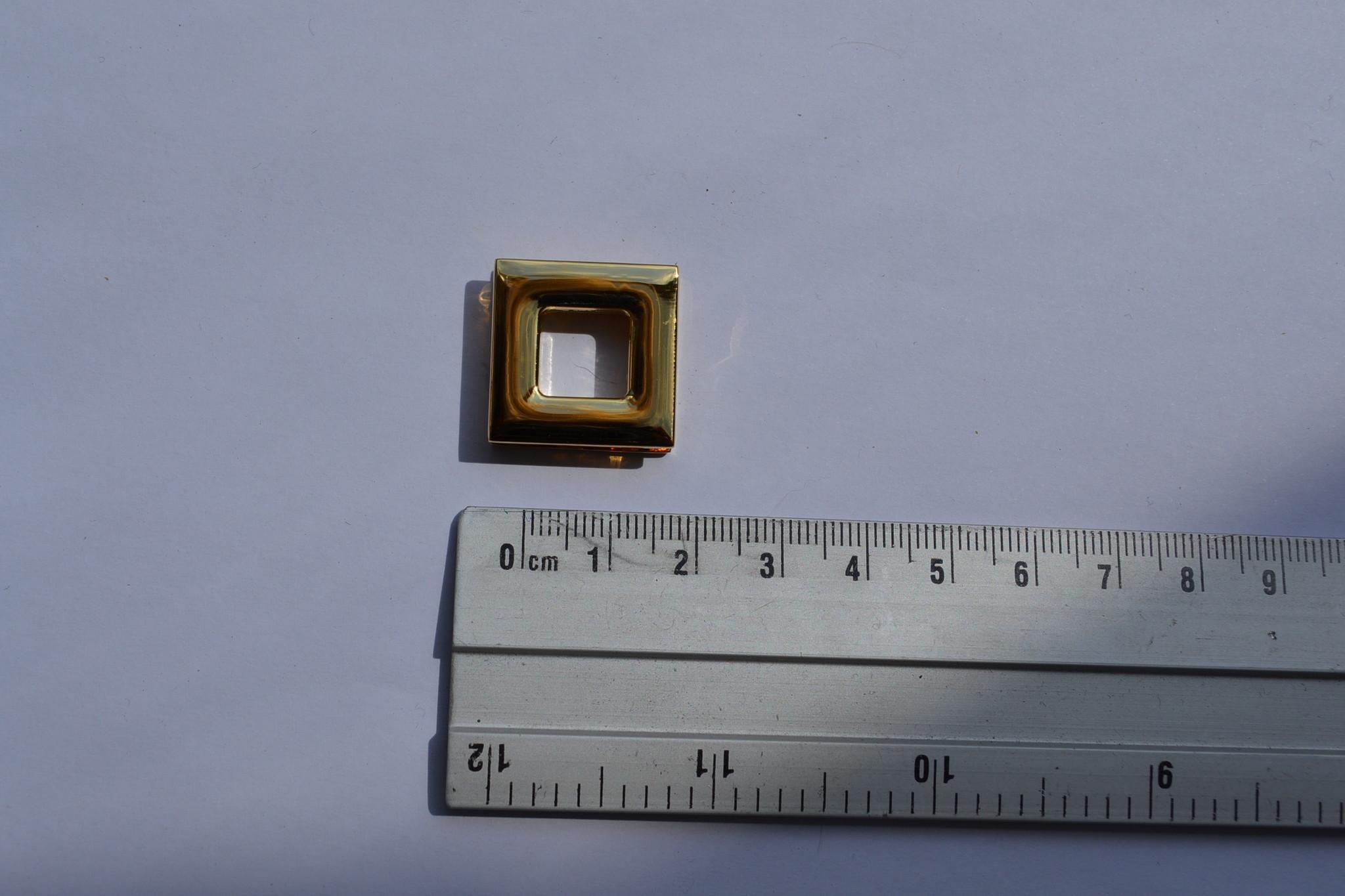 BUT10 Vierkant oog goud 10mm