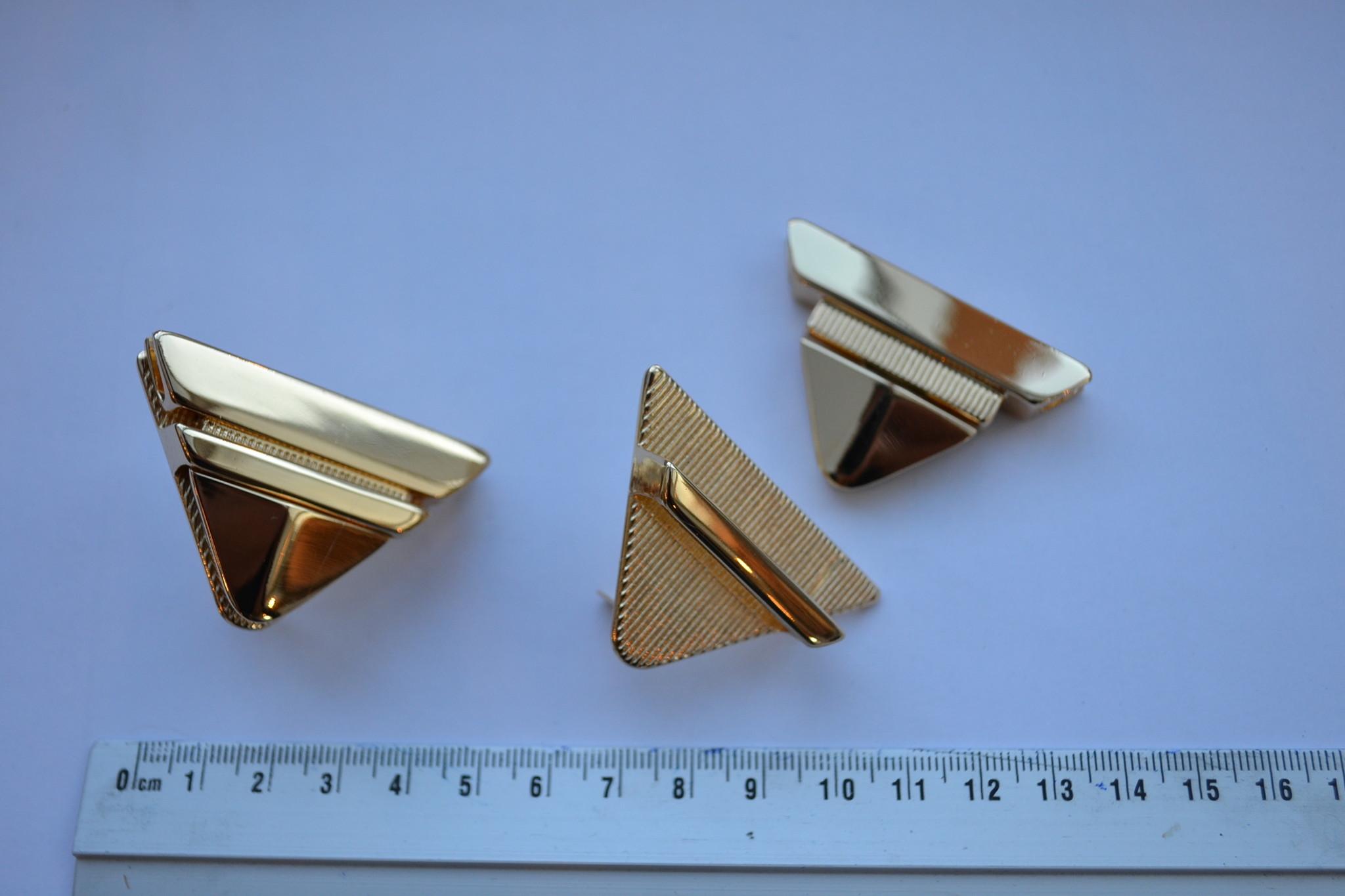 Tuc-sluiting driehoekig goud