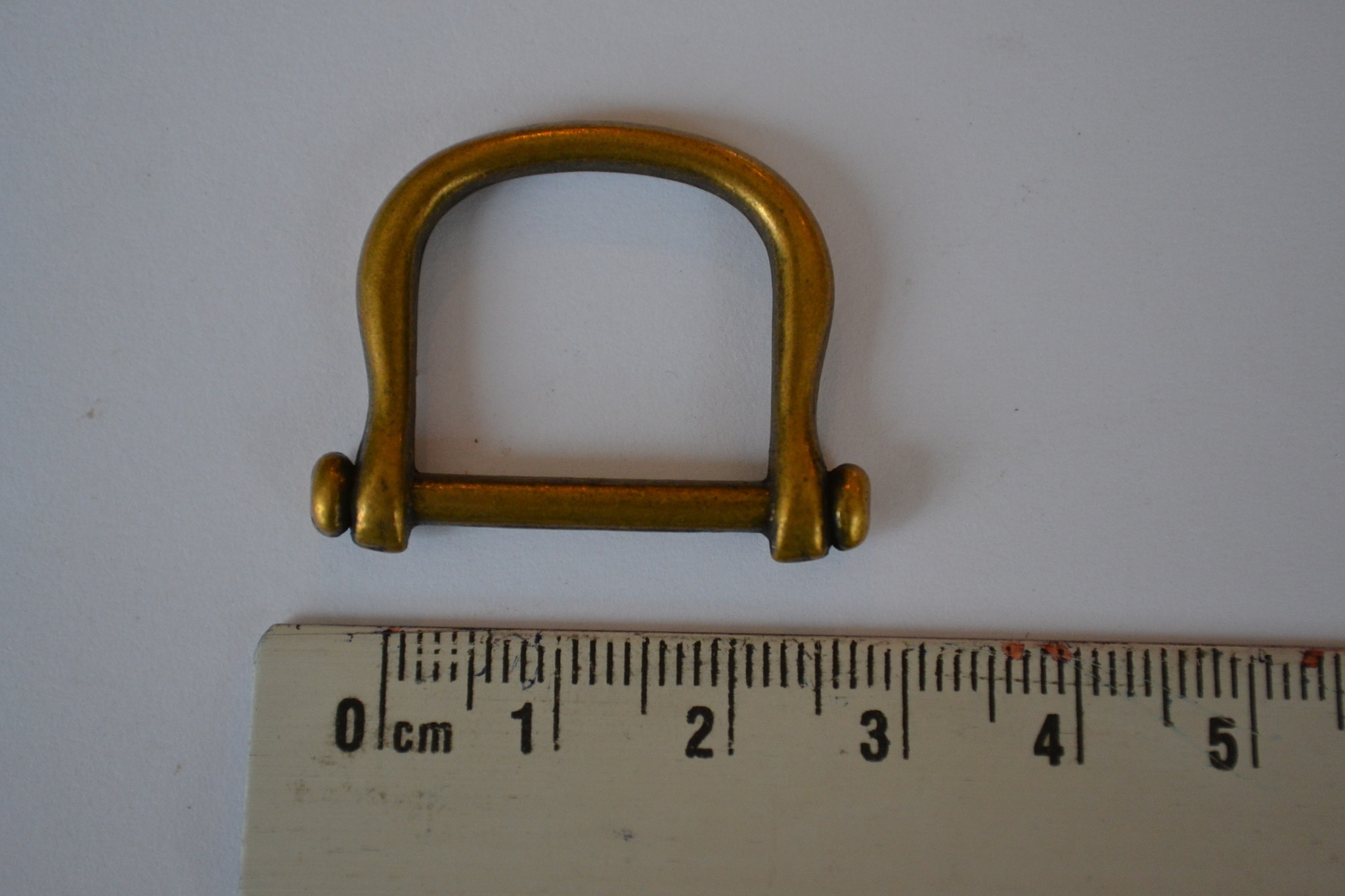 R18 Ring rechthoeking goud 25x20