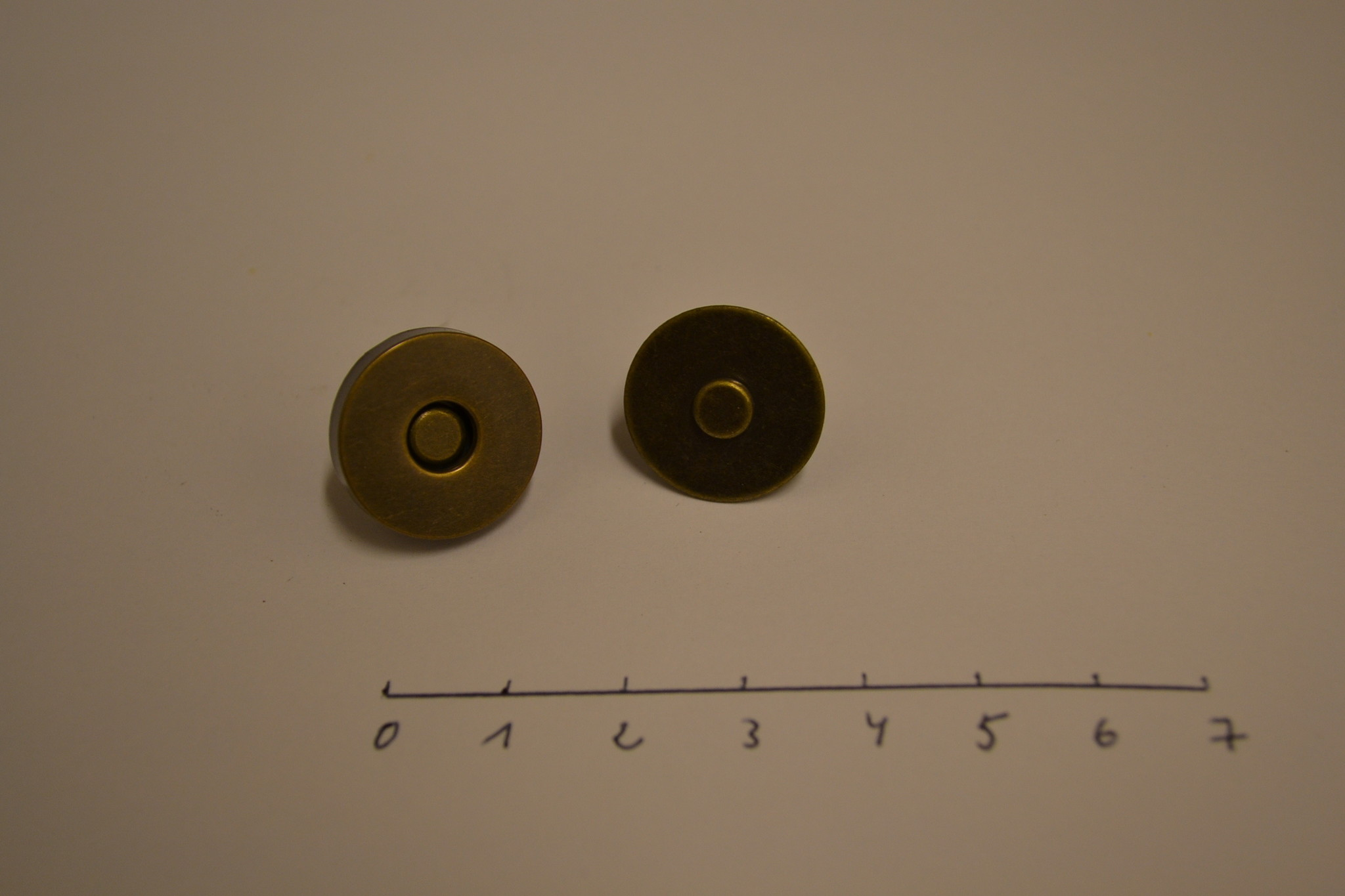 MA19  Ronde magneet 18mm dikte 0.5mm BRONS