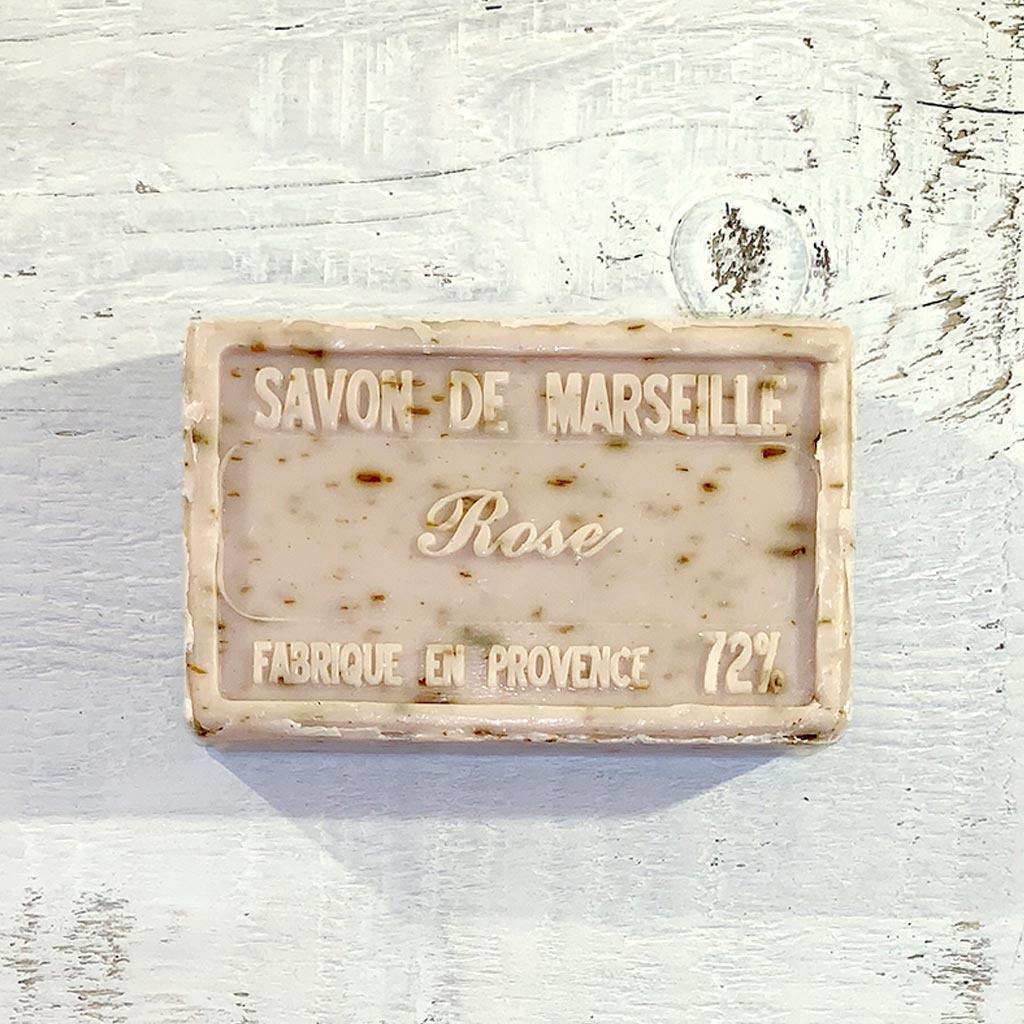 """Seife """"Rose mit getrockneten Rosenblüten """" 100 g, Savon de Marseille """"Rose Fleur"""""""