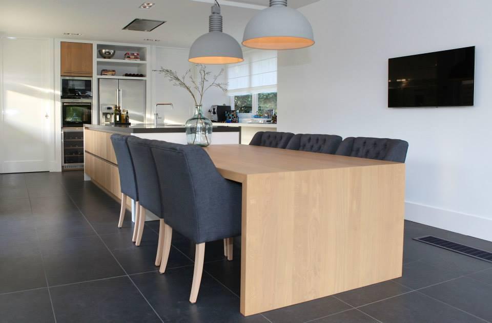 Bocx Interiors stoelen en Frezoli lamp