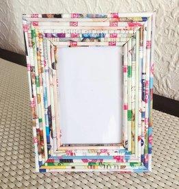 Bilderrahmen Pappe und Zeitungspapier