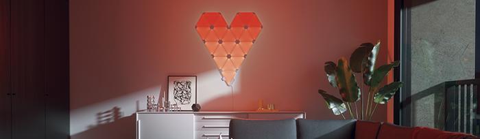 nanoleaf verlichting liefde plat tegen de muur