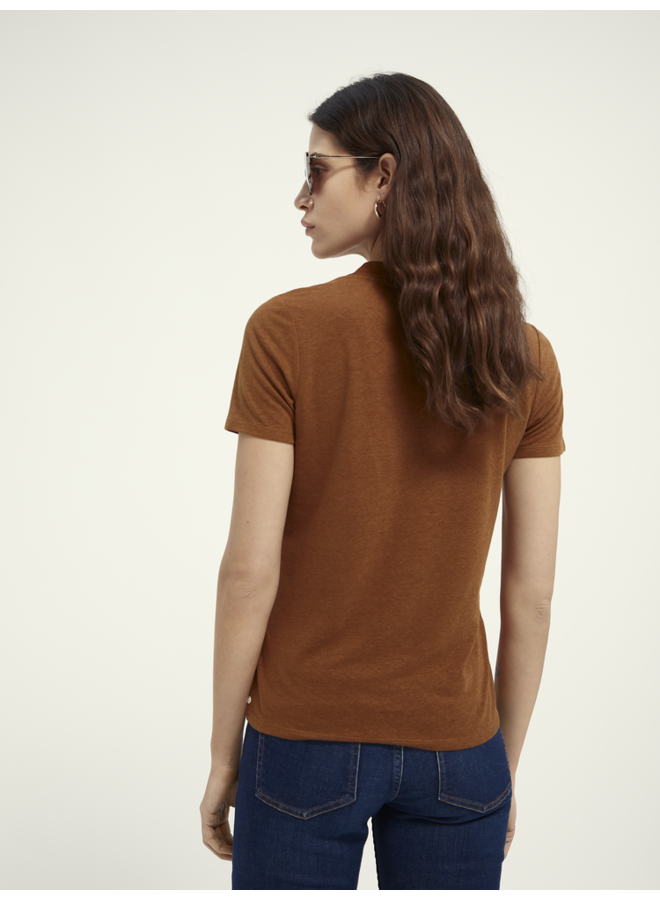 159949 0082 Scotch & Soda V-neck tee with small embroidery Tabacco Brown