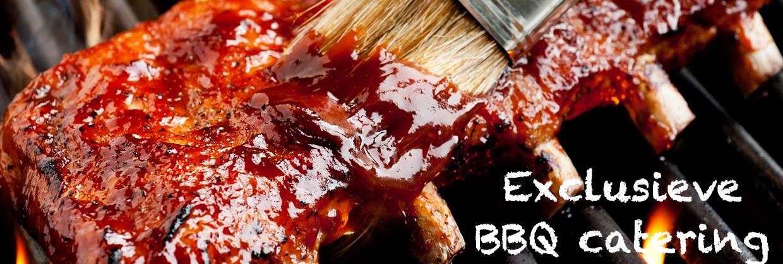 BBQ catering door Barbecue Exclusief met een afbeelding van spareribs op de bbq