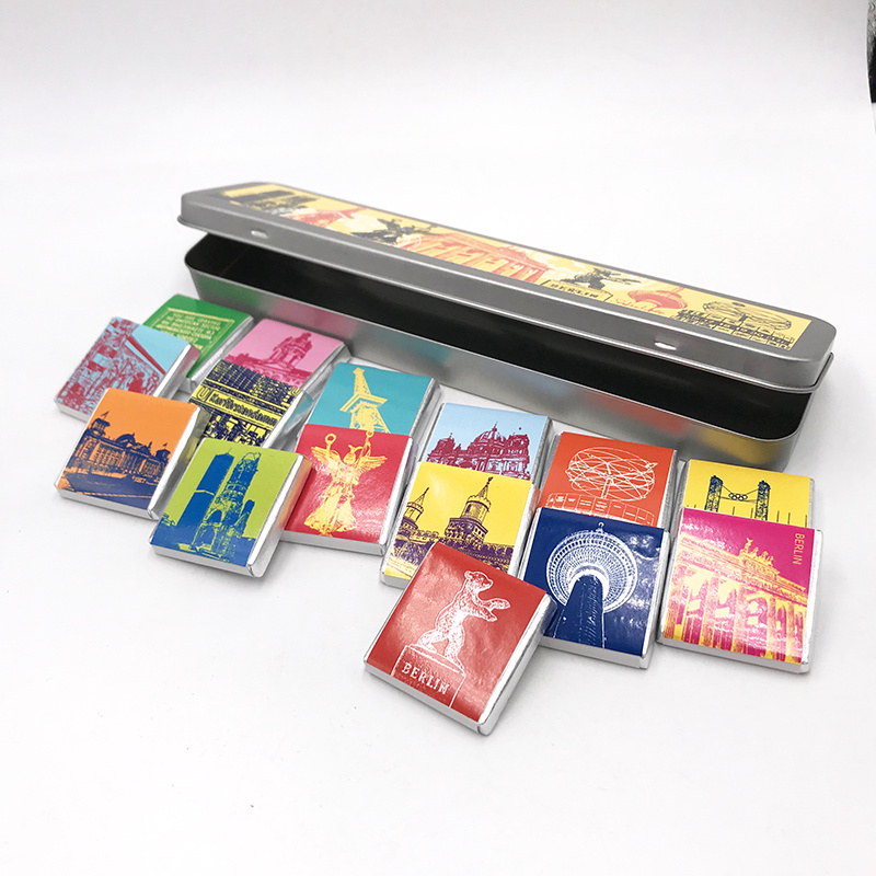 ART-DOMINO® BY SABINE WELZ Chocolate with Berlin motifs in a metal tin