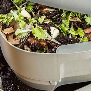 Plastia Worm composter