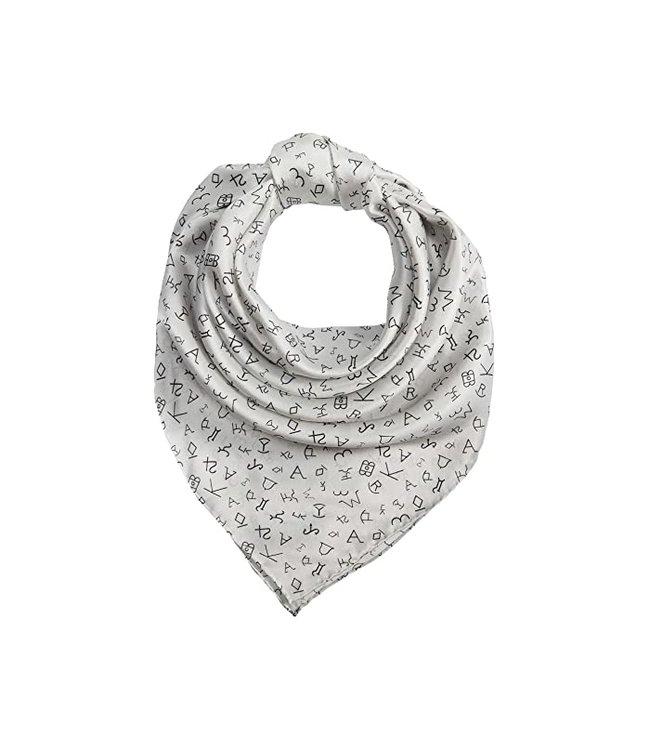 Weißer Schal mit Symbolen