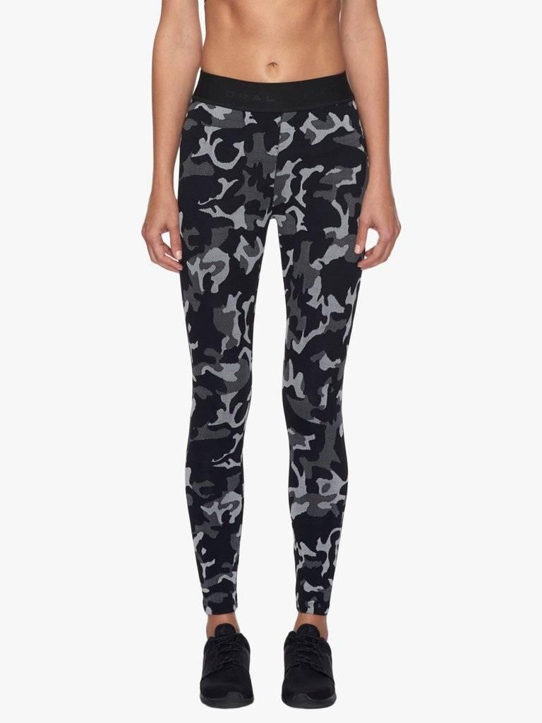 Koral Activewear Camo Knockout Legging met zwart en grijs camouflage print